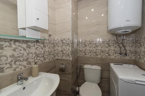 Луксозна баня във ваканционен апартамент в Сарафово Бургас